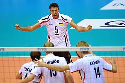 25.09.2010, Palatriest, Triest, ITA, Volleyball Weltmeisterschaft 2010, Vorrunde, Deutschland ( GER ) vs. Serbien ( SRB ), im Bild Bjoern Andrae (#5 GER / Kemerovo RUS). EXPA Pictures © 2010, PhotoCredit: EXPA/ nph/   Conny Kurth+++++ ATTENTION - OUT OF GER +++++