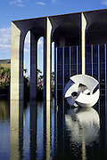 Brasilia_DF, Brasil...Palacio do Itamaraty projetado por Oscar Niemeyer em Brasilia, Distrito Federal...The Itamaraty Palace, the Ministry of Foreign Affairs of Brazil, designed by Oscar Niemeyer...Foto: LEO DRUMOND / NITRO
