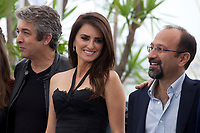 Ricardo Darin, Penelope Cruz, Director Asghar Farhadi at the Everybody Knows film photo call at the 71st Cannes Film Festival, Wednesday 9th May 2018, Cannes, France. Photo credit: Doreen Kennedy
