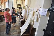 Nederland, Herveld, 8-9-2012Open monumentendag bij en in de nederlands hervormde kerk van Herveld. In de kerk is een tentoonstelling van een collectie doopjurken.Foto: Flip Franssen/Hollandse Hoogte