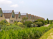 Het opwekken van zonne-energie door zonnepanelen op woonhuizen, Zoetermeer 2014 - Generating solar energy by placing solar panels on houses, Netherlands 2014