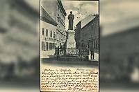 Pozdrav iz Zagreba : Kačićev spomenik. <br /> <br /> ImpresumZagreb : Naklada tiskare A. Brusina, [između 1900 i 1905].<br /> Materijalni opis1 razglednica : tisak ; 14 x 8,9 cm.<br /> NakladnikTiskara A. Brusina<br /> Vrstavizualna građa • razglednice<br /> ZbirkaGrafička zbirka NSK • Zbirka razglednica<br /> Formatimage/jpeg<br /> PredmetZagreb –– Mesnička ulica<br /> SignaturaRZG-MESN-4<br /> Obuhvat(vremenski)20. stoljeće<br /> NapomenaRazglednica je putovala. • Poleđina razglednice namijenjena je samo za adresu. • Spomenik fra Andriji Kačiću Miošiću, pučkom pjesniku i fratru, rad kipara Ivana Rendića, svečano je otkriven na početku Mesničke ulice, za trajanja Jubilarne gospodarske izložbe u Zagrebu 1891. g.<br /> PravaJavno dobro<br /> Identifikatori000954886<br /> NBN.HRNBN: urn:nbn:hr:238:245096 <br /> <br /> Izvor: Digitalne zbirke Nacionalne i sveučilišne knjižnice u Zagrebu