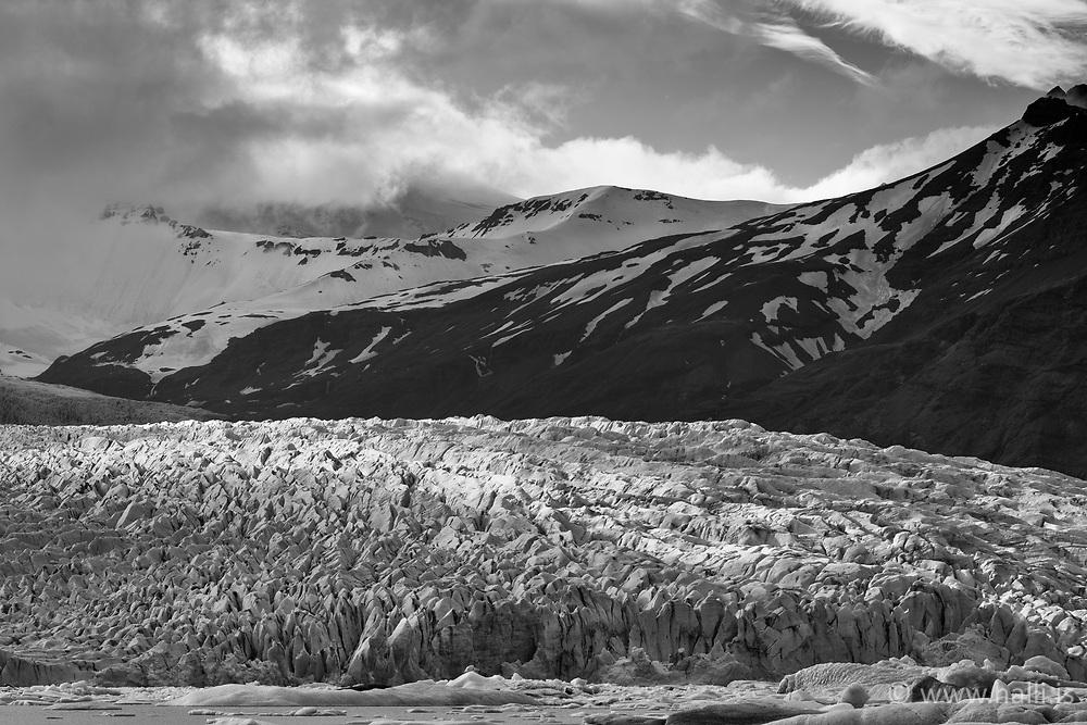 Fjallsjökull við Fjallsárlón, jakar og landslag