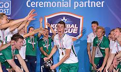 11-04-2015 NED: PKC SWKgroep - TOP Quoratio, Rotterdam<br /> Korfbal Leaguefinale in een volgepakt Ahoy wordt gewonnen door PKC met 22-21 /  PKC viert feest met Richard Kunst