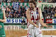 DESCRIZIONE : Treviso Lega A1 2005-06 Play Off Quarti Finale Gara 5 Benetton Treviso Armani Jeans Olimpia Milano <br /> GIOCATORE : Galanda <br /> SQUADRA : Armani Jeans Olimpia Milano <br /> EVENTO : Campionato Lega A1 2005-2006 Play Off Quarti Finale Gara 5 <br /> GARA : Benetton Treviso Armani Jeans Olimpia Milano <br /> DATA : 27/05/2006 <br /> CATEGORIA : Delusione <br /> SPORT : Pallacanestro <br /> AUTORE : Agenzia Ciamillo-Castoria/E.Pozzo