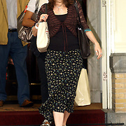 NLD/Amsterdam/20050716 - U2 vertrekt bij het Amstel Hotel Amsterdam voor het laatste concert in Nederland van de Vertigo Tour 2005, Alison Stewart , vrouw van Bono