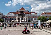 Sopot, (woj. pomorskie) 15.08.2014. Dom Zdrojowy w Sopocie widok od strony mola
