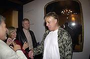 Selina Blow shop party. Elizabeth St. London. 12 September 2000. © Copyright Photograph by Dafydd Jones 66 Stockwell Park Rd. London SW9 0DA Tel 020 7733 0108 www.dafjones.com