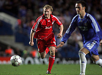 Photo: Paul Thomas.<br /> Chelsea v Liverpool. UEFA Champions League. Semi Final, 1st Leg. 25/04/2007.<br /> <br /> Dirk Kuyt of Liverpool chases down the ball.