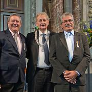 Amsterdam, 25-04-2014. Vandaag vindt de jaarlijkse lintjesregen plaats. In de Nieuwe Kerk te Amsterdam kregen vandaag de nieuwe ridders en officieren van Amsterdam hun lintje opgespeld door burgemeester Van der Laan. Er krijgen 19 dames en 35 heren een onderscheiding. 12 dames en 20 heren worden Lid in de Orde van Oranje Nassau. 5 ddames en 10 heren worden Ridder in de Orde van Oranje Nassau. 1 dame en 4 heren worden Officier van Oranje Nassau en 1 dame en 1 heer worden Ridder in de Orde van de Nederlandse Leeuw. Op de foto de heren T. Chan en A. Toth, organisatoren van de Sint Nicolaas intocht in Amsterdam.