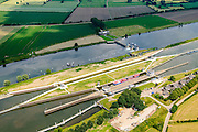 Nederland, Noord-Brabant, Gemeente Boxmeer, 26-06-2014; <br /> Stuw en sluiscomplex bij Sambeek, aangelegd in het kader van de Maasverbetering. <br /> Lock and weir complex in Sambeek, build as part of the Meuse Improvement.<br /> luchtfoto (toeslag op standaard tarieven);<br /> aerial photo (additional fee required);<br /> copyright foto/photo Siebe Swart.
