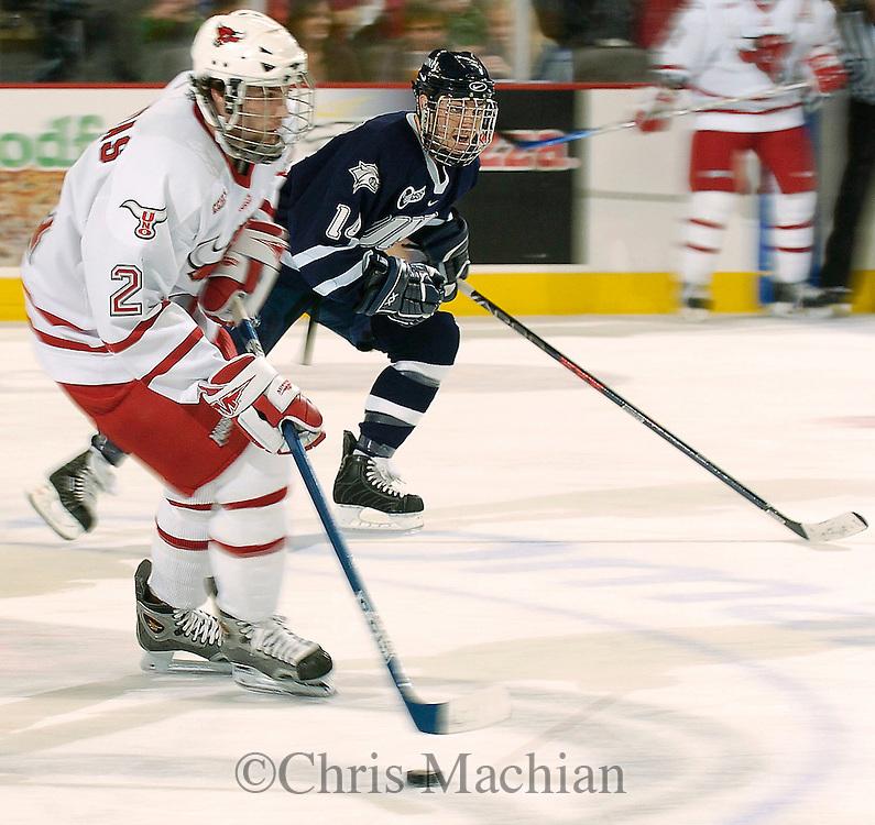 15 Oct 2005Omaha,NE Univ of Nebraska at Omaha's Bill Thomas skates past  New Hampshire's Josh Ciocco at Qwest Center Omaha during the championship game of the Maverick Stampede Saturday night.<br /> (photo by Chris Machian)