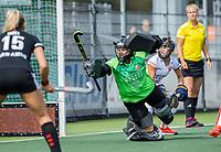 AMSTELVEEN -   keeper Sarah Sinck (Oranje Rood) ,  tijdens de hockey hoofdklasse competitiewedstrijd  dames, Amsterdam-Oranje Rood (2-1).  COPYRIGHT KOEN SUYK