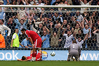 Fotball<br /> Foto: SBI/Digitalsport<br /> NORWAY ONLY<br /> <br /> Manchester City v Charlton Athletic<br /> Barclays Premiership<br /> 28/08/2004<br /> <br /> Charlton's Dean Kiely (R) cannot believe what has happened after Trevor Sinclair fortuitously scores Man City's second goal.