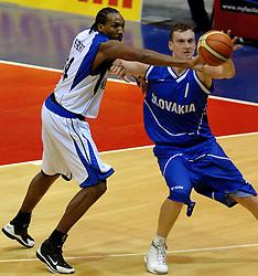 06-09-2006 BASKETBAL: NEDERLAND - SLOWAKIJE: GRONINGEN<br /> De basketballers hebben ook de tweede wedstrijd in de kwalificatiereeks voor het Europees kampioenschap in winst omgezet. In Groningen werd een overwinning geboekt op Slowakije: 71-63 / Stefan Svitek en Terrance Herbert<br /> ©2006-WWW.FOTOHOOGENDOORN.NL