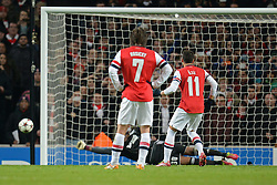 26.11.2013, The Emirates Stadium, London, ENG, UEFA CL, FC Arsenal vs Olympique Marseille, Gruppe F, im Bild Marseille's Steve Mandanda saves, penalty from Arsenal's Mesut Ozil // Marseille's Steve Mandanda saves, penalty from Arsenal's Mesut Ozil during UEFA Champions League group F match between FC Arsenal and Olympique Marseille at the The Emirates Stadium in London, Great Britain on 2013/11/26. EXPA Pictures © 2013, PhotoCredit: EXPA/ Mitchell Gunn<br /> <br /> *****ATTENTION - OUT of GBR*****