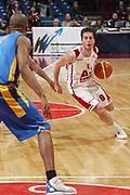 DESCRIZIONE : Milano Eurolega 2005-06 Armani Jeans Milano Maccabi Tel Aviv <br /> GIOCATORE : Bulleri <br /> SQUADRA : Armani Jeans Milano <br /> EVENTO : Eurolega 2005-2006 <br /> GARA : Armani Jeans Milano Maccabi Tel Aviv <br /> DATA : 26/01/2006 <br /> CATEGORIA : Penetrazione <br /> SPORT : Pallacanestro <br /> AUTORE : Agenzia Ciamillo-Castoria/S.Ceretti