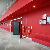 Nederland, Amsterdam , 29 juni 2010..1 van de studio's in de nieuwe vestiging van Endemol in Amsterdam Zuid Oost in de MediArena Studio's..Endemol Holding B.V. is een van de grootste internationale televisieproducenten. Het bedrijf is in 1994 ontstaan na een fusie van de televisieproductiebedrijven van Joop van den Ende (Endemol) en John de Mol (Endemol). In 2003 boekte de Endemol Group een omzet van EUR 913,8 miljoen. Wereldwijd werken er 3300 mensen (waarvan 800 in Nederland)..In 2000 werd Endemol verkocht voor EUR 5,5 miljard aan het Spaanse telecombedrijf Telefónica..Op de foto de gang met rechts deuren naar de diverse studio's..One of the studios in the new branch of Endemol in Amsterdam South East in the MediArena Studios. In 2000, Endemol was sold to the Spanish telecom company Telefonica for EUR 5.5 billion.