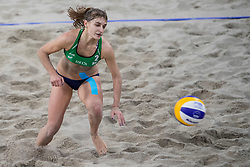 05-01-2018 NED: DELA Beach Open day 3, Den Haag<br /> Laura Bloem NED #2 en Jolien Sinnema NED #1  zijn klaar op het DELA Beach Open. De dames van Beachvolleybal Team Nederland verloren ook hun tweede poulewedstrijd. De Russinnen Makroguzova #1 en Kholomina #2 waren na een spannende derde set nipt te sterk: 1-2 (13-21, 21-19 en 11-15).
