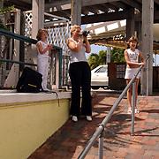 Vakantie Miami Amerika, Diana, Annekek en Linda Janssen in de haven van Key Largo Florida