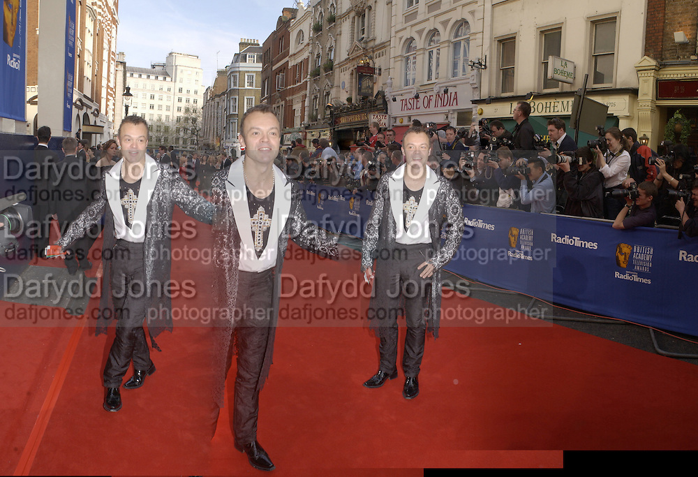Graham Norton. TV Bafta Awards. 21 April 2002. © Copyright Photograph by Dafydd Jones 66 Stockwell Park Rd. London SW9 0DA Tel 020 7733 0108 www.dafjones.com