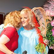 NLD/Amsterdam/20120610 -Uitreiking Johan Kaartprijs 2012,  Brigitte Kaandorp feliciteert Tineke Schouten met haar prijs