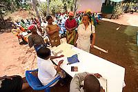 """07 OCT 2009, MOSHI/TANZANIA:<br /> Frauen eines genossenschaftlich organisierten Spar- und Kreditvereins nehmen Ein- und Auszahlungen vor, waehrend einer Versammlung der SACCOS (Savings and Credit Cooperative Society) """"Muungano"""", einer Art Genossenschaftsbank mit 371 Mitgliedern, ONE Informationsreise nach Tansania, Moshi / Kilimandscharo<br /> IMAGE: 20091007-01-173<br /> KEYWORDS: Reise, Trip, Entwicklungshilfe, Wirtschaft, Landwirtschaft, Kleinunternehmer, Selbsthilfe, Micro-Kredit, Micro-Credit"""