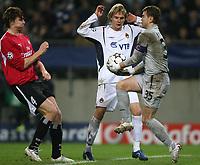 Fotball<br /> Champions League<br /> 06.12.2006<br /> Hamburger SV / HSV - CSKA Moskva<br /> Foto: Witters/Digitalsport<br /> NORWAY ONLY<br /> <br /> v.l. Bastian Reinhardt HSV, Milos Krasic, Torwart Igor Akinfeev Moskau<br /> Champions League Hamburger SV - ZSKA Moskau 3:2