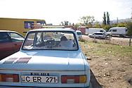 Octobre 2008. Moldavie. Banlieue de Chisinau. parking d'un marchŽ en plaine air.