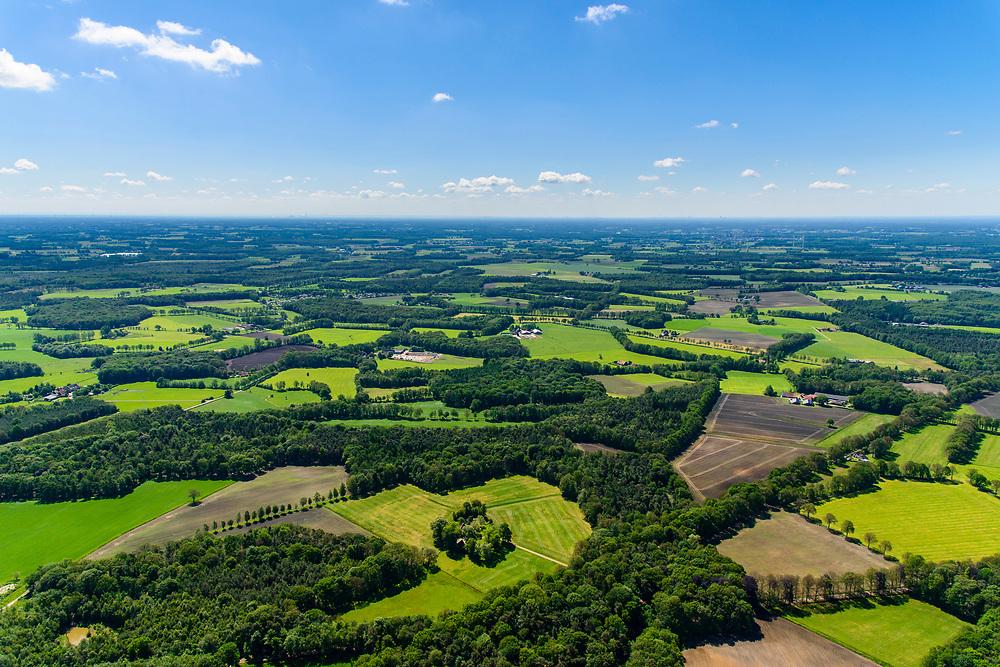 Nederland, Gelderland, Achterhoek, 29-05-2019; Achterhoek, Woold - omgeving Winterswijk Miste. Verkaveling en landelijk gebied, Coulissenlandschap (ten zuiden van Winterswijk)<br /> Achterhoek, east Netherlands (near border w Germany)<br /> Rural area, Coulissen landscape.<br /> luchtfoto (toeslag op standard tarieven);<br /> aerial photo (additional fee required);<br /> copyright foto/photo Siebe Swart