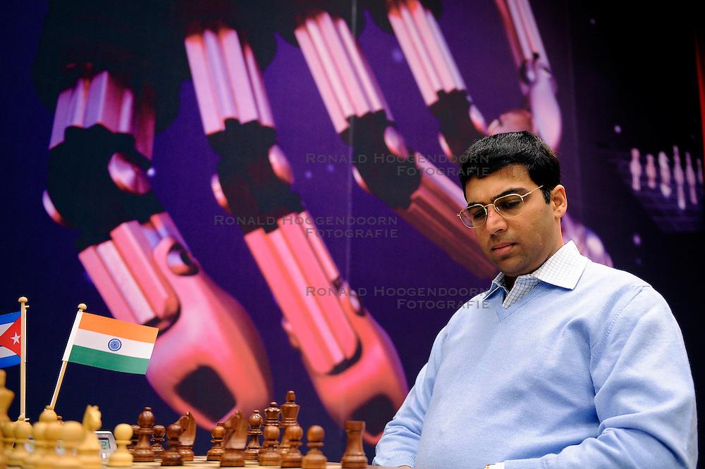 18-01-2010 SCHAKEN: CORUS: WIJK AAN ZEE<br /> Derde ronde van het Corus Schaaktoernooi 2010 / Viswanathan Anand IND<br /> ©2010-WWW.FOTOHOOGENDOORN.NL