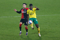 Alexander Tettey of Norwich City & Callum O'Hare of Coventry City battles for possession- Mandatory by-line: Phil Chaplin/JMP - 28/11/2020 - FOOTBALL - Carrow Road - Norwich, England - Norwich City v Coventry City - Sky Bet Championship