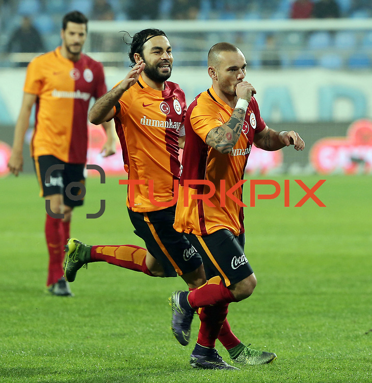 Galatasaray's Wesley Sneijder (R) during their Turkish Super League soccer match Caykur Rizespor between Galatasaray at the Yeni Rize Sehir stadium in Rize Turkey on Saturday, 07 November 2015. Photo by TVPN/TURKPIX