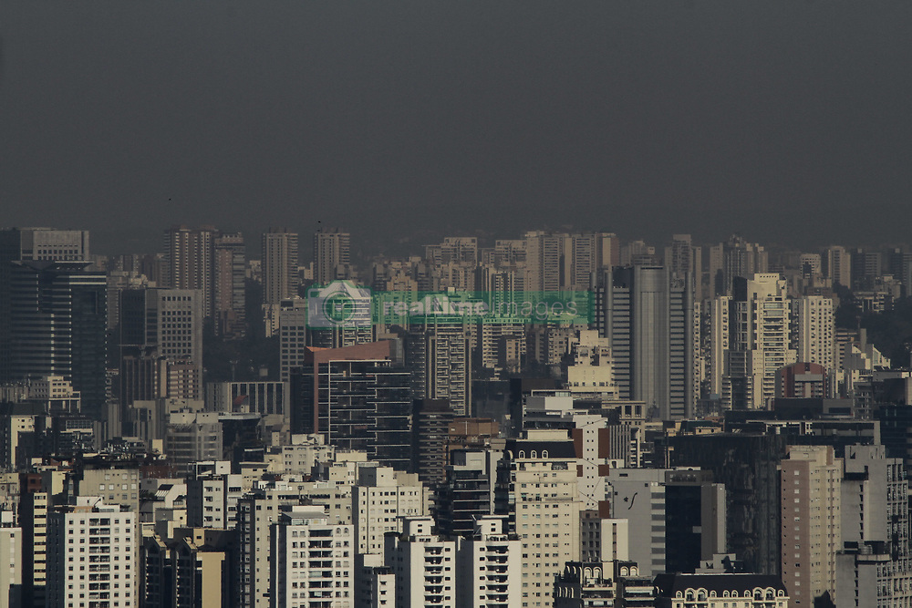 July 11, 2019 - Sao Paulo, Brazil - Dry and polluting weather is seen from Avenida Paulista, central region of the city of São Paulo, on the morning of this Thursday, 11. The morning began with clear sky and low temperature in the city of São Paulo, maximum reaches 24 ° C and the lowest humidity rates are close to 30%. Dry air makes it difficult to disperse pollutants, which impairs air quality in large urban centers. July 11, 2019. (Photo: Fábio Vieira/FotoRua) (Credit Image: © Fotorua/NurPhoto via ZUMA Press)