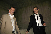 ANDREW ORMSTON AND SIR NICHOLAS SEROTA. HOW TO IMPROVE THJE WORLD.- 6o Years of British art. Hayward Gallery. 6 September 2006. ONE TIME USE ONLY - DO NOT ARCHIVE  © Copyright Photograph by Dafydd Jones 66 Stockwell Park Rd. London SW9 0DA Tel 020 7733 0108 www.dafjones.com