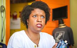 """PORTO ALEGRE, RS, BRASIL, 21-01-2017, 12h45'36"""":  Desiree dos Santos, 32, no Matehackers Hackerspace da Associação Cultural Vila Flores, no bairro Floresta da capital gaúcha. A  Consultora de Desenvolvimento de Software na empresa ThoughtWorks fala sobre as dificuldades enfrentadas por mulheres negras no mercado de trabalho.(Foto: Gustavo Roth / Agência Preview) © 21JAN17 Agência Preview - Banco de Imagens"""