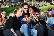 Koning Willem Alexander heeft in Twello de zesde editie van de Koningsspelen geopend. Hij deed dat na een gezamenlijk Koningsontbijt met kinderen van de Brede School De Fliert.<br /> <br /> Op de foto:  Lucia Marthas