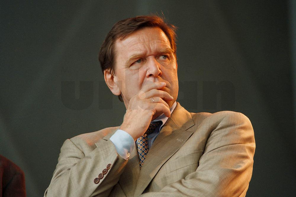 07 OKT 1995, GERMANY/BERLIN:<br /> Gerhard Schröder, SPD, Ministerpräsident Niedersachsen, Kundgebung auf dem Alexanderplatz zum 50. Jahrestag der Wiedergründung der SPD<br /> Gerhard Schroeder, Federal Chanellor of Germany<br /> IMAGE: 19951007-02/02-30