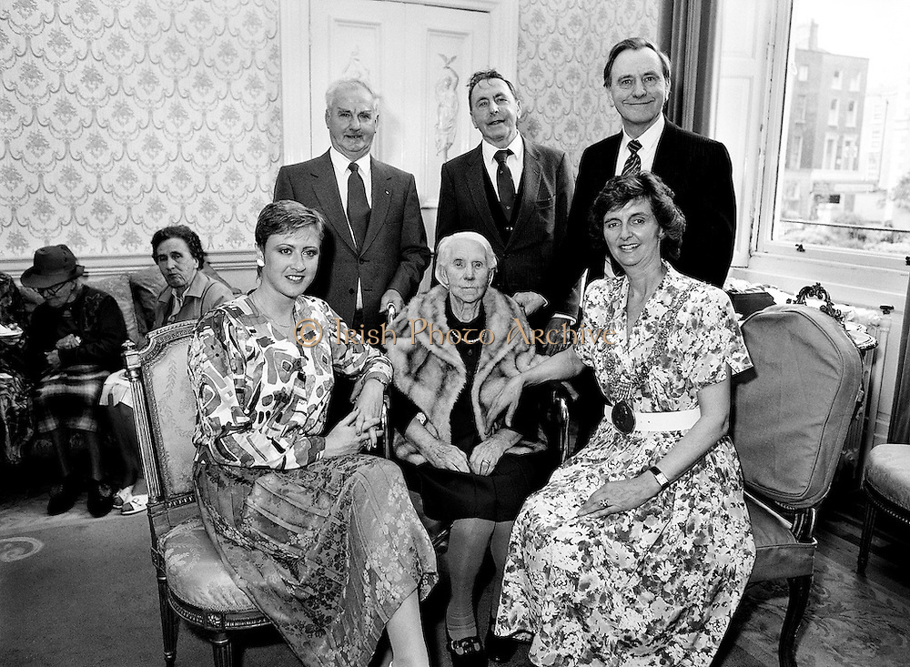Carmencita Hederman, Lord Mayor of Dublin, holds a function for centenarians and their families in the Mansion House, Dawson Street, Dublin.<br /> 2 June 1988