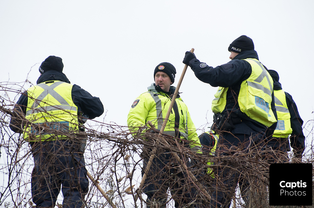 Ottawa police search for evidence following the discover of a body on a bike path in the city's south end. November 27, 2014.