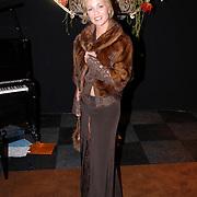 NLD/Amsterdam/20061207 - Miljonairfair 2006, Esther Blinker - Kreukniet