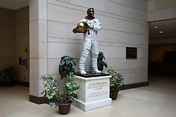 THEMENBILD - Bronzeplastik von Astronaut John L. Swiggert, Besatzungsmitglied von Apollo 13. Reisebericht, aufgenommen am 12. Jannuar 2016 in Washington D.C. // Bronze sculpture of astronaut John L. Swigert, crew member of Apollo 13. Travelogue, Recorded January 12, 2016 in Washington DC. EXPA Pictures © 2016, PhotoCredit: EXPA/ Eibner-Pressefoto/ Hundt<br /> <br /> *****ATTENTION - OUT of GER*****