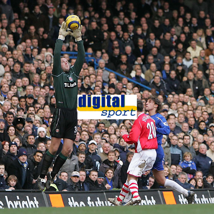Photo: Lee Earle.<br /> Chelsea v Charlton Athletic. The Barclays Premiership. 22/01/2006. Charlton keeper Thomas Myhre makes a save.