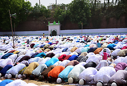 June 16, 2018 - Allahabad, Uttar Pradesh, India - Allahabad: Muslims offer prayer at Eidgaah on the occasion of Eid-ul-fitr in Allahabad on 16-06-2018. (Credit Image: © Prabhat Kumar Verma via ZUMA Wire)