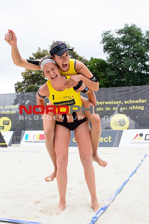 02.08.2020, Düsseldorf / Duesseldorf, Merkur Spiel-Arena<br /> Beachvolleyball, comdirect Beach Tour<br /> Top Teams, Finale<br /> Tanja Hüberli / Hueberli / Isabel Schneider vs. Michala Kubíckova / Michala Kvapilova (CZE)<br /> <br /> Jubel Tanja Hüberli / Hueberli und Isabel Schneider nach Sieg<br /> <br />   Foto © nordphoto / Kurth