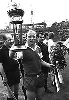 Fotball<br /> Bundesliga Tyskland<br /> Foto: Witters/Digitalsport<br /> NORWAY ONLY<br /> <br /> Uwe Seeler Fussball Hamburger SV<br /> mit der Auszeichnung Fussballer der Saison 69/70  22.08.1970