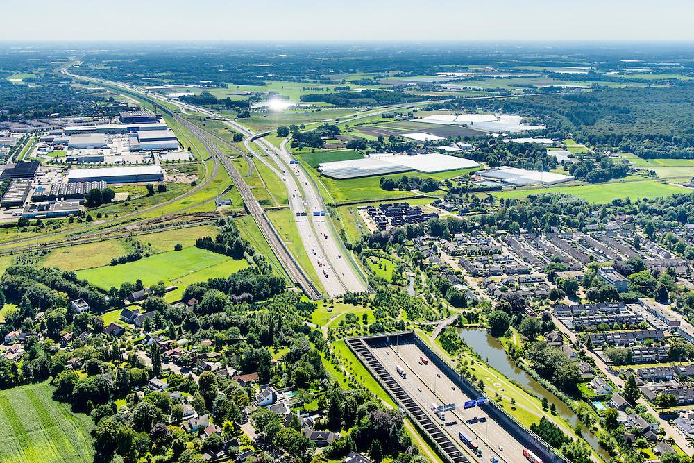 Nederland, Noord-Brabant, Breda, 23-08-2016; Prinsenbeek. Infrabundel, combinatie van autosnelweg A16 gebundeld met de spoorlijn van de HSL (re).  Park Overbos met stadsduct Over-bos in de voorgrond,  knooppunt  Princeville in de achtergrond. De bundel loopt in tunnelbakken, lokale wegen gaan over deze infrabundel heen, door middel van de zogenaamde stadsducten, gedeeltelijk ingericht als stadspark.<br /> Combination of motorway A16 and the HST railroad, crossed by local roads by means of *urban ducts*, partly designed as public  parks.<br /> luchtfoto (toeslag op standard tarieven);<br /> aerial photo (additional fee required);<br /> copyright foto/photo Siebe Swart