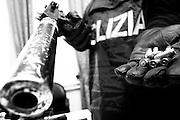 Agenti della squadra mobile di Bari mostrano armi sequestrate alla malavita locale durante operazioni di contrasto. Bari, 30 settembre 2008.Foto Christian Mantuano / OneShot