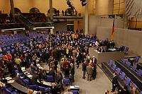 22 DEC 2001, BERLIN/GERMANY:<br /> Uebersich Namentliche Abstimmung zur Beteiligung der Bundeswehr an einer UN-madatierten internationalen Sicherheitspraesenz in Kabul/Afganistan, Plenum, Deutscher Bundestag<br /> IMAGE: 20011222-01-101<br /> KEYWORDS: Debatte, Sitzung, Sondersitzung, Übersicht, Plenarsaal