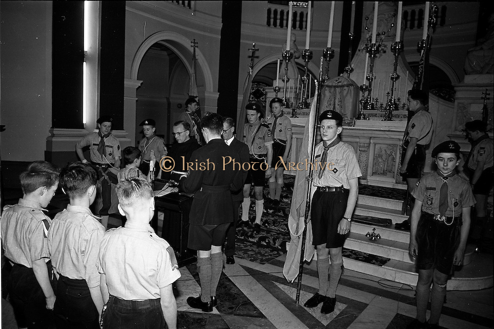 20/01/1963<br /> 01/20/1963<br /> 20 January 1963<br /> CBSI Investiture at Merchants Quay, Dublin. Investiture of 52 Scouts and 30 Macoimh, and presentation of 4 commissions to Scout Masters at the Franciscan Church. View of the swearing in ceremony at the church.
